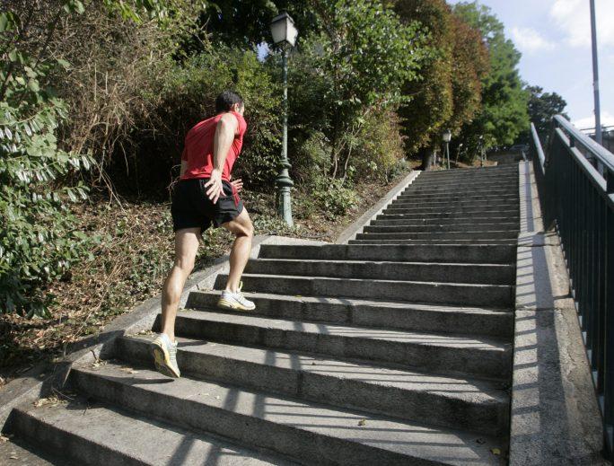 La force produite au sol au cours d'un sprint peut-elle être prédictive de blessure des muscles ischio-jambiers